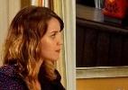 Laura pressiona Tina e pergunta se ela conhecia seu pai em