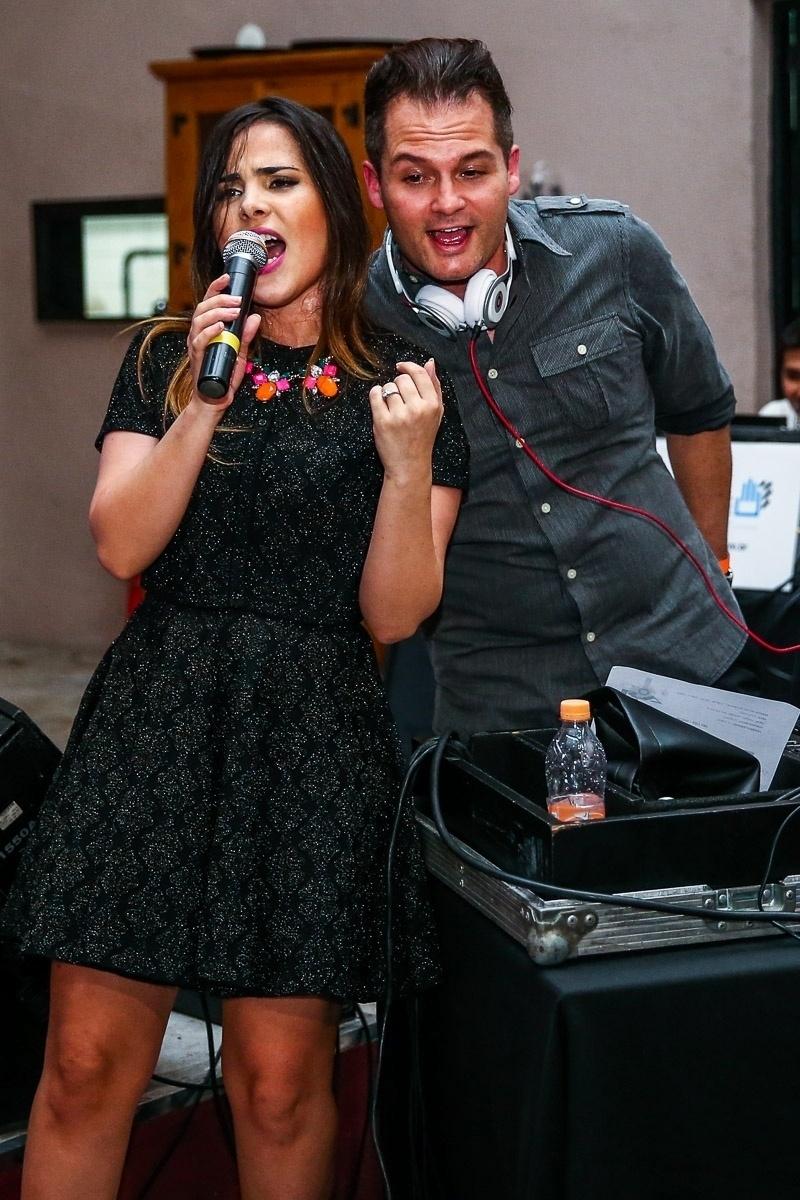 17.dez.2014 - Wanessa canta seus sucessos eletrônicos ao lado do DJ Mr Jam na primeira edição do