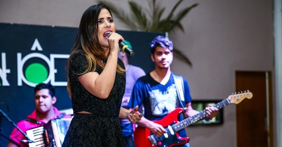 17.dez.2014 - Wanessa é acompanhada por uma banda na primeira edição do