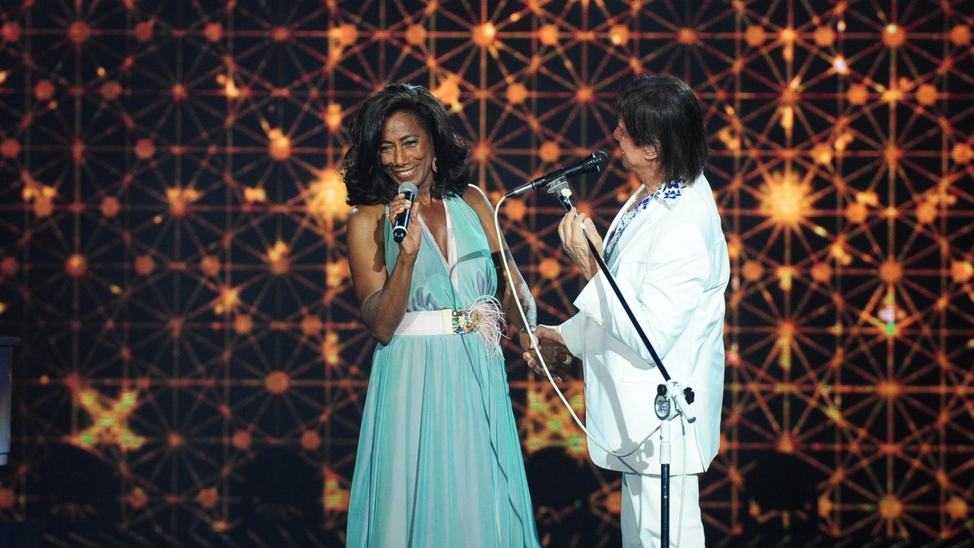 Glória Maria e Roberto Carlos relembram a performance do show do cantor em Jerusalém