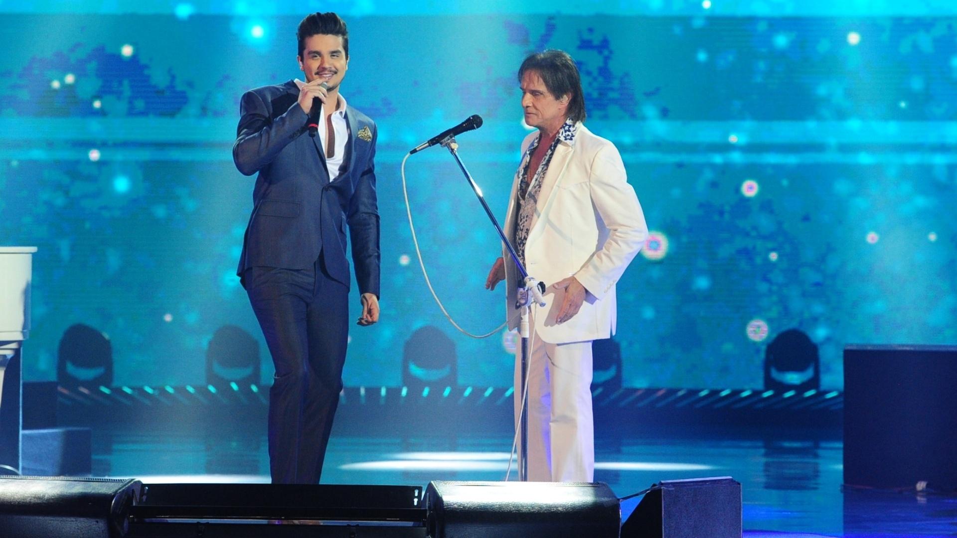 Luan Santana faz dueto com Roberto Carlos em