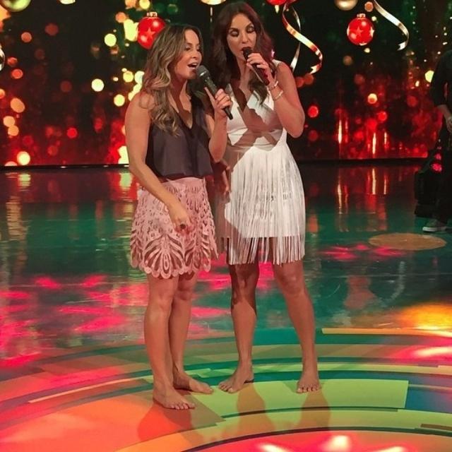 20.dez.2014 - Claudia Leitte e Ivete Sangalo no