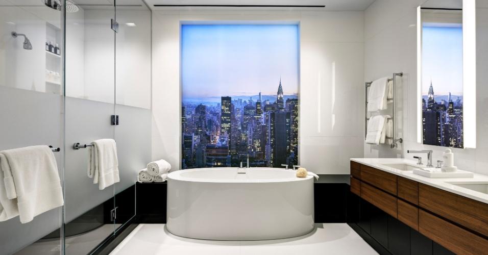 Em um dos edifícios de luxo de Manhattan, a foto mostra a vista a partir da banheira: um belo
