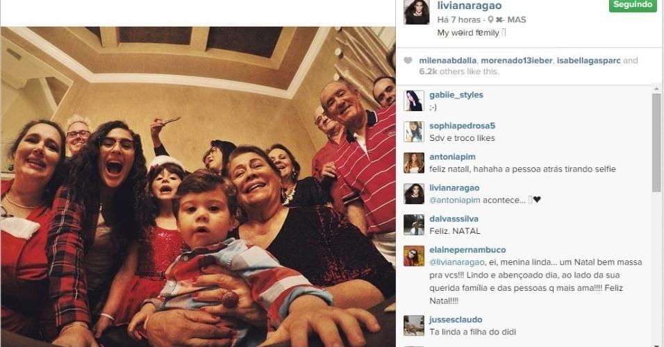 24.dez.2014 - Livian Aragao faz selfie para mostrar seu Natal com o pai, Renato Aragão