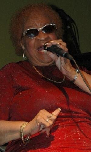 8.dez.2006 - Alberta Adams se apresenta no Sushi Blues em Hollywood (Flórida)