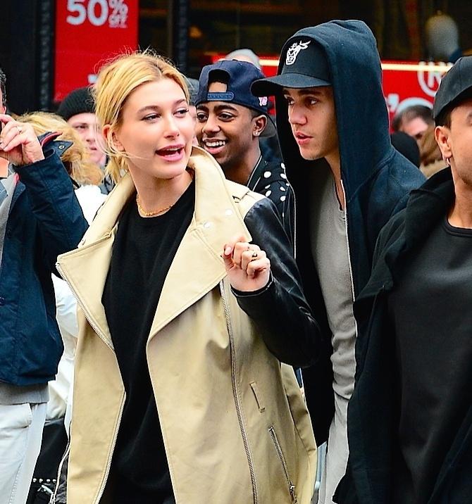 Bieber estava acompanhado no passeio de Hailey Baldwin,filha do ator Stephen Baldwin