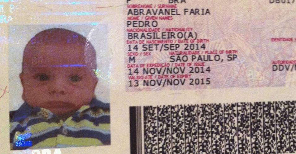 5.jan.2015 - Patrícia Abravanel mostra foto do passaporte do filho Pedro com os dados do primeiro documento do bebê de apenas três meses