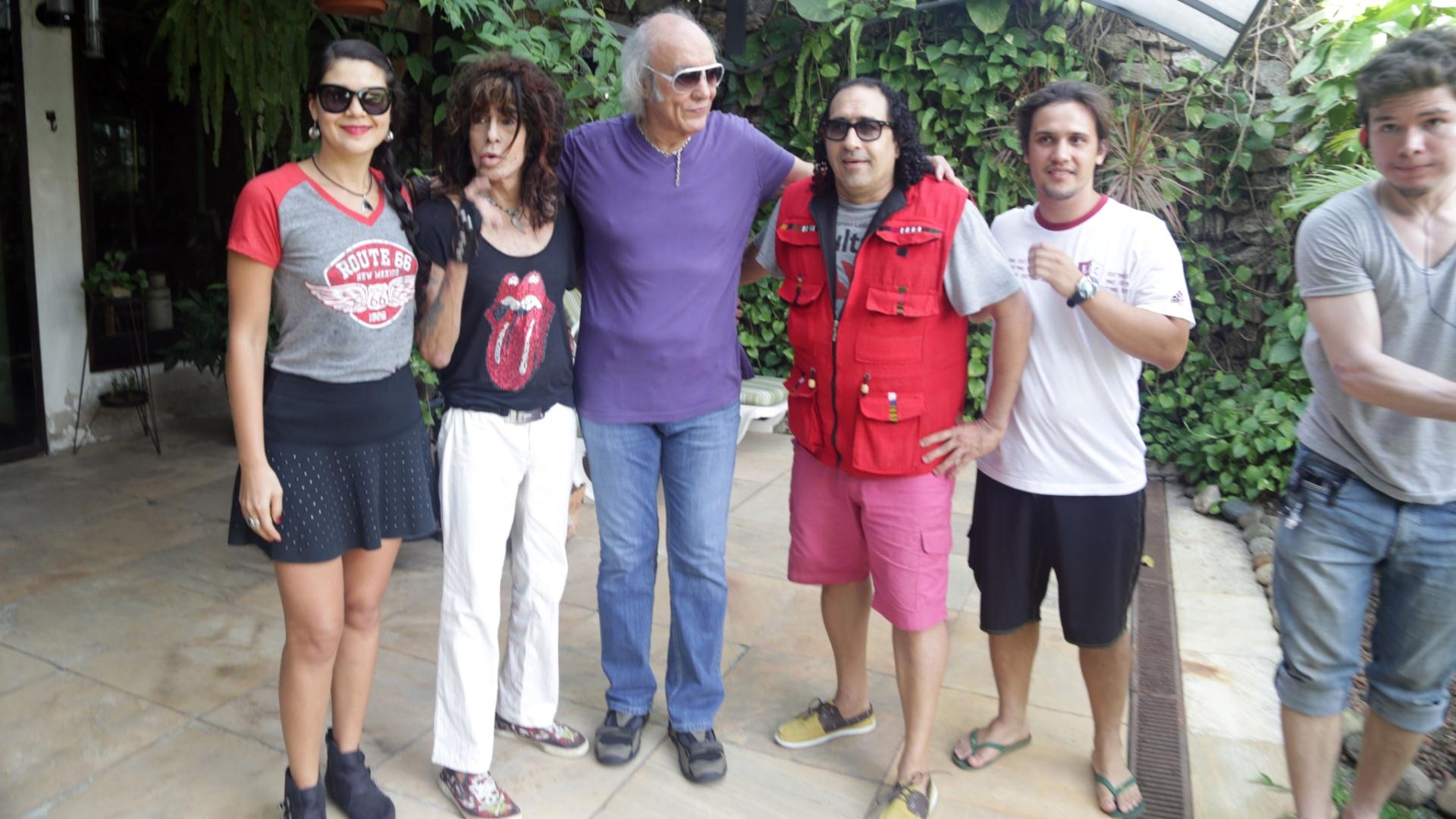 5.jan.2015 - Serguei grava cenas do filme na casa do Erasmo Carlos, na Barra da Tijuca, no Rio de Janeiro