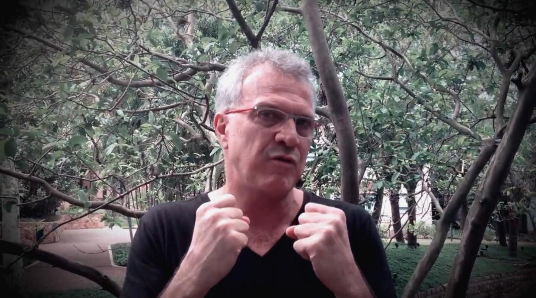 8.jan.2015 - Pedro Bial exalta o confinamento radical para esta edição do