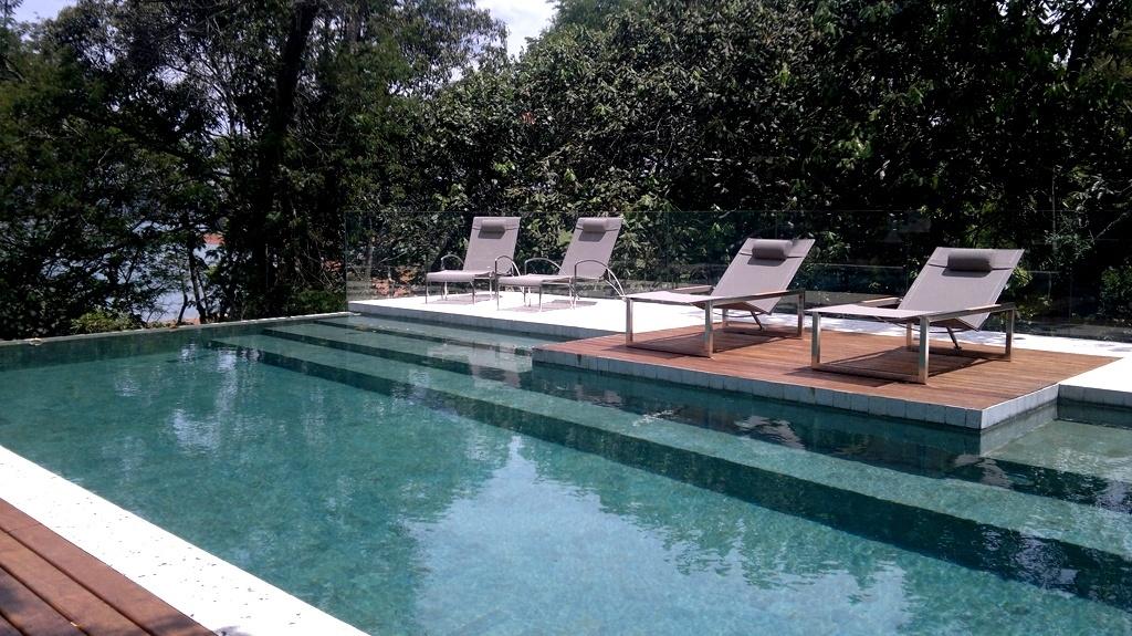 Confira curiosidades e projetos de decora o de piscinas for Pintado de piscinas