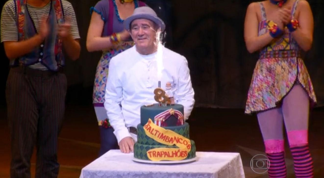 10.jan.2015 - Renato Aragão recebe surpresa de filha