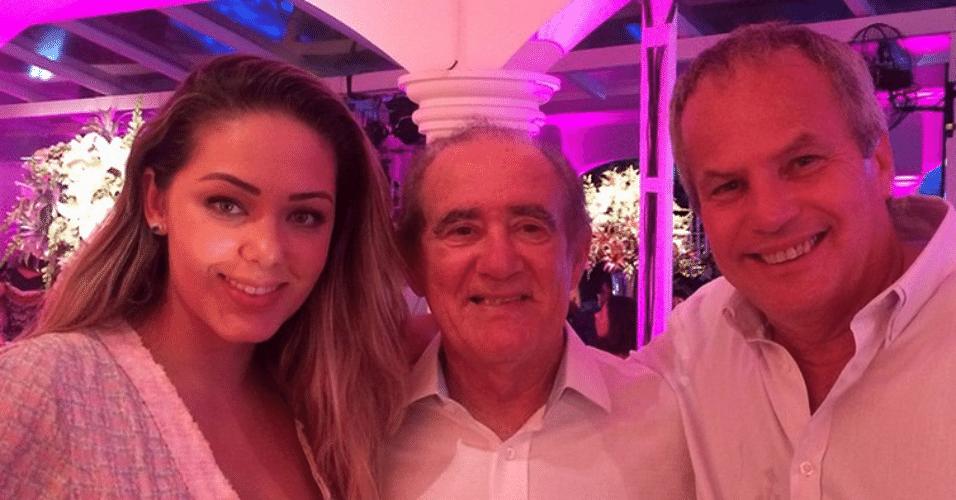 13.jan.2015 - Tânia Mara parabeniza o comediante Renato Aragão por seus 80 anos, ao lado do marido, Jayme Monjardim, no Instagram, nesta terça-feira