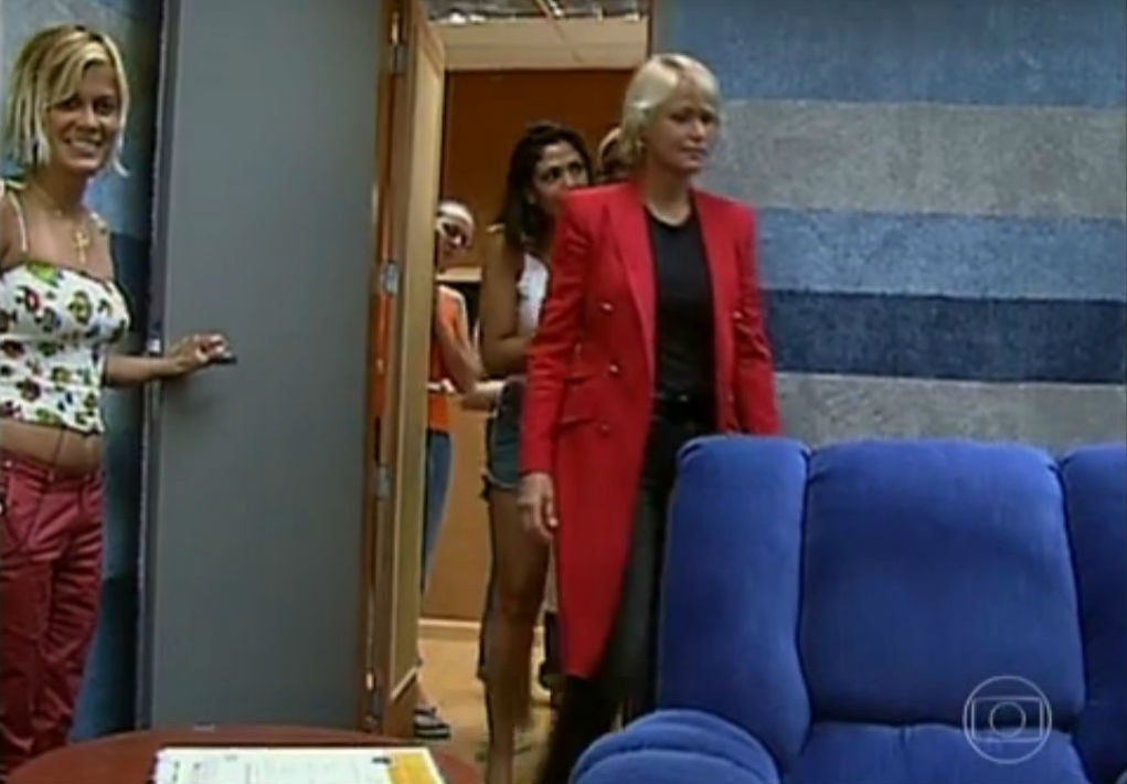 15.jan.2015 - Xuxa entra na casa do