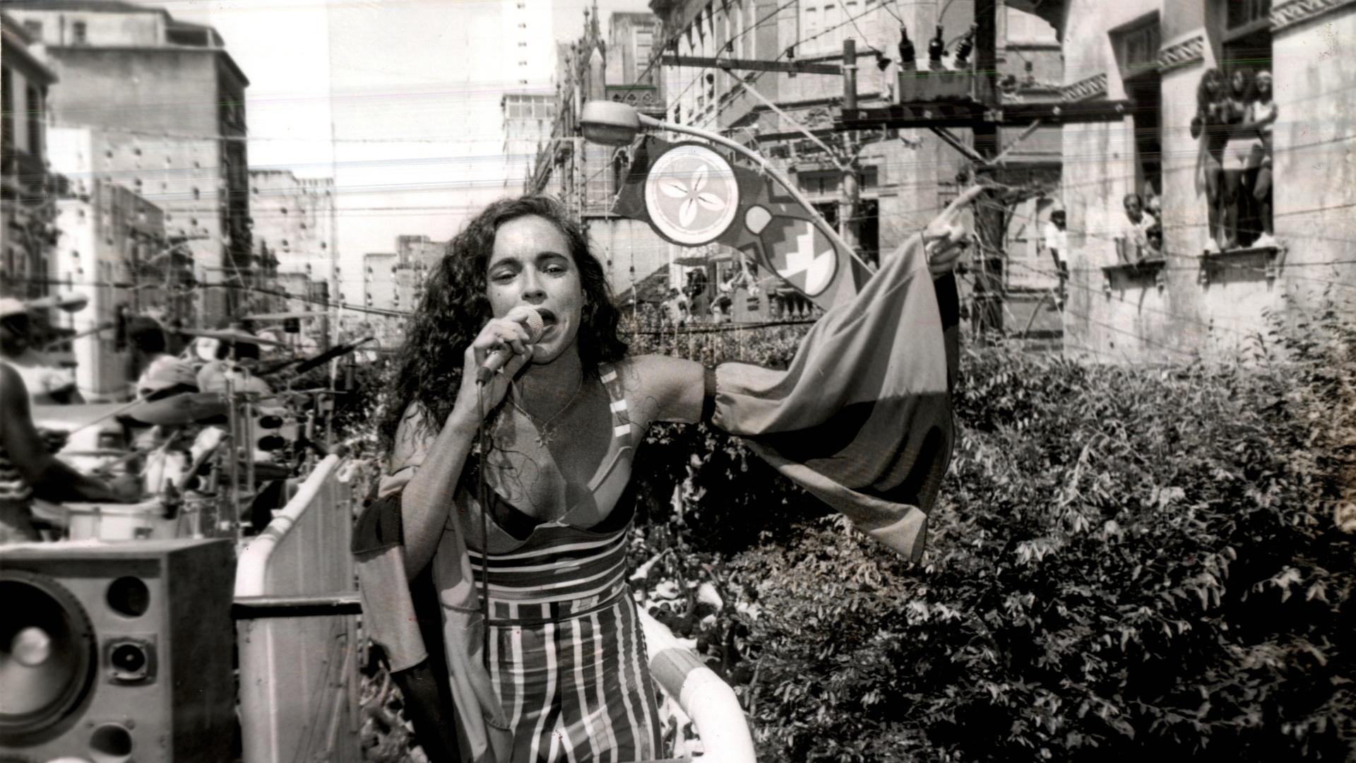 Daniela Mercury no desfile do trio elétrico Os Internacionais, no Carnaval de Salvador de 1993