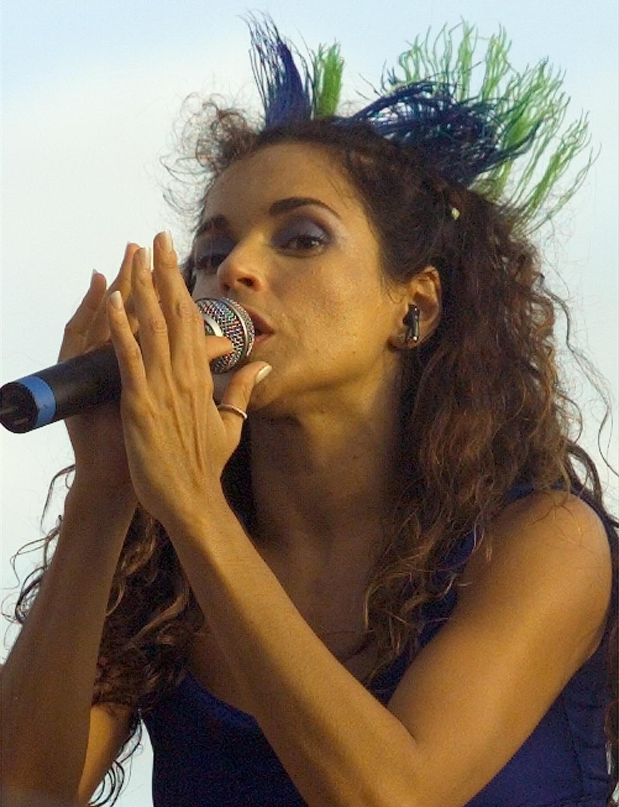 Daniela Mercury no trio elétrico no circuito Barra, em Salvador, no Carnaval de 1999
