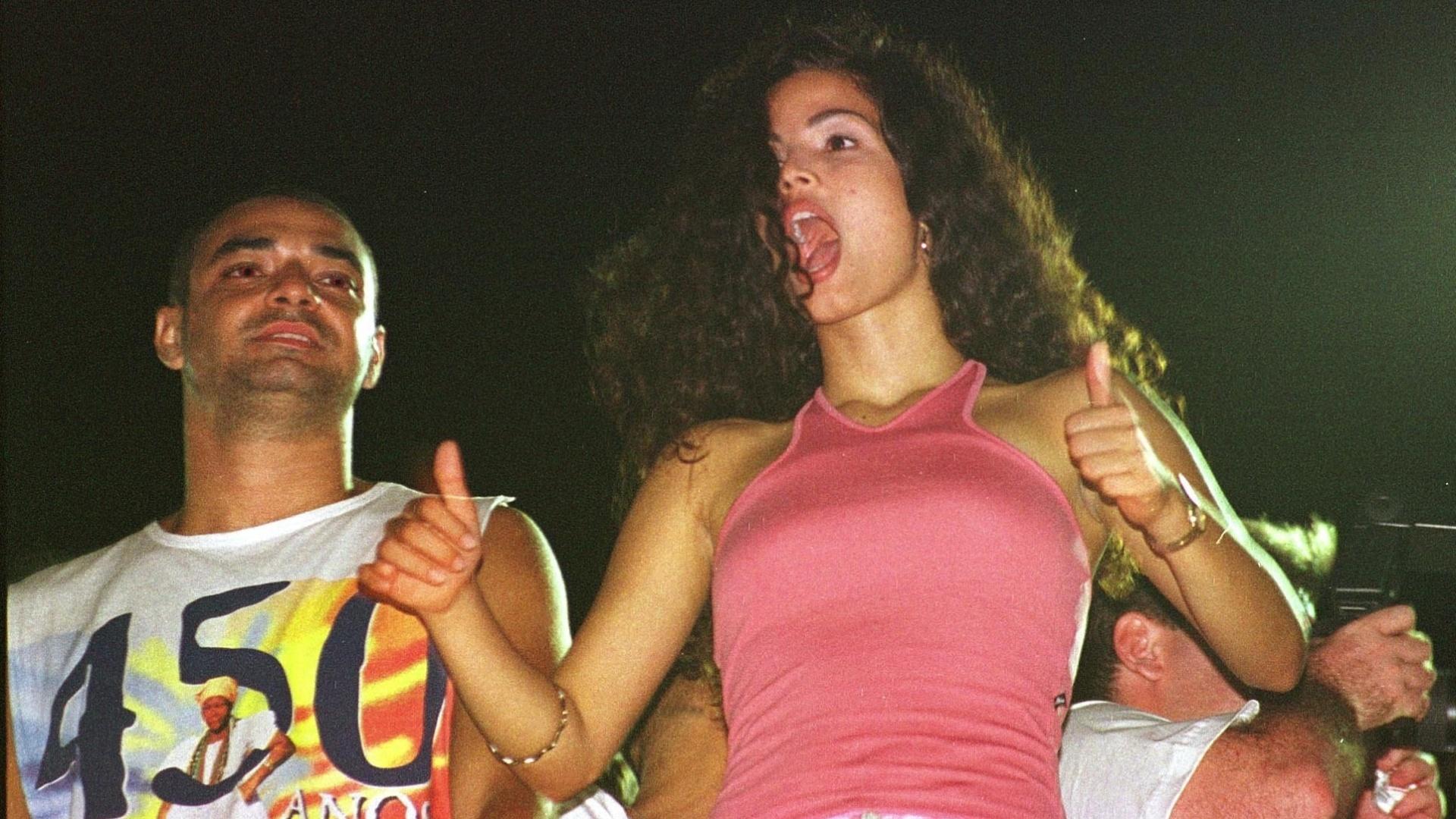 Futura substituta de Ivete Sangalo, Emanuele Araujo assiste ao show da Banda Eva no Carnaval de 1999, em Salvador