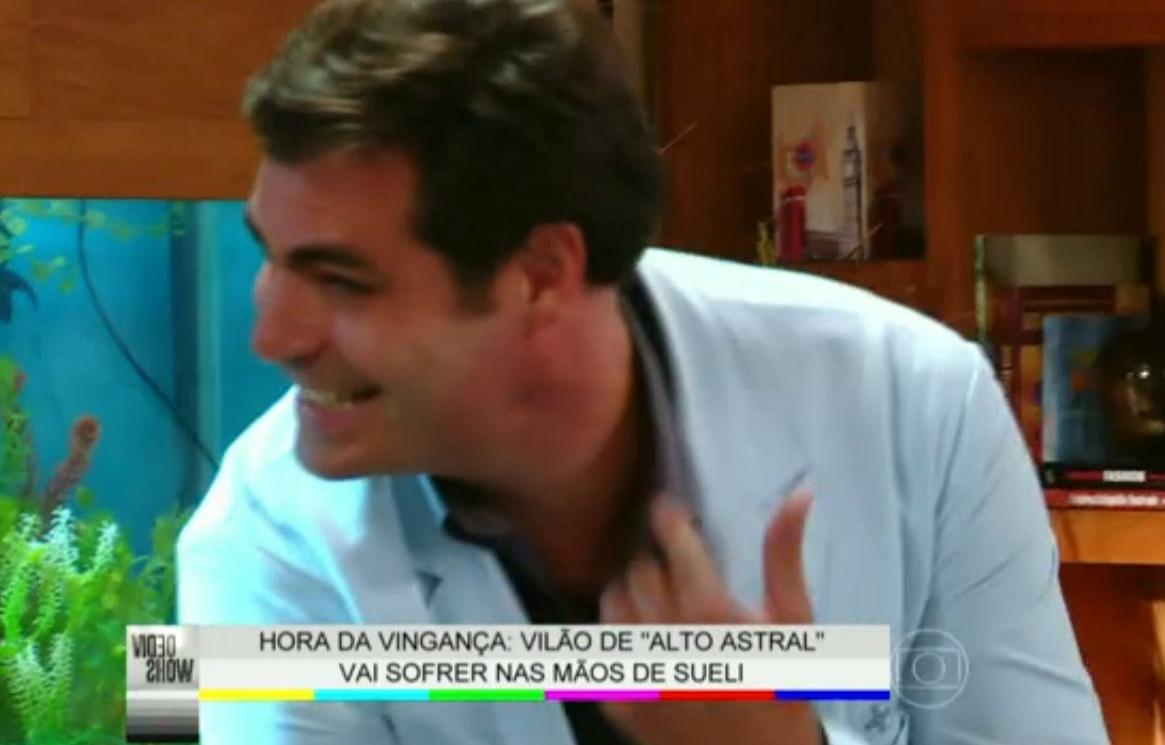 16.jan.2015 - Thiago Lacerda leva tapa de verdade de Débora Nascimento