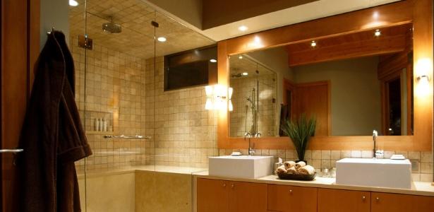 Veja como planejar adequadamente a iluminação do banheiro  19012015  UOL  -> Como Planejar Um Banheiro Com Banheira