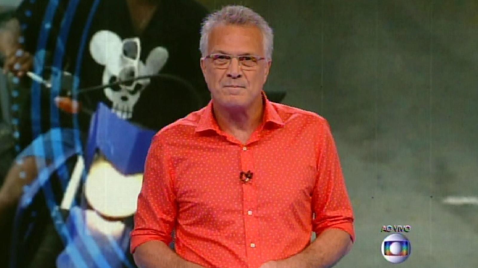 20.jan.2015 - Pedro Bial apresenta os 13 participantes na estreia da 15º temporada do