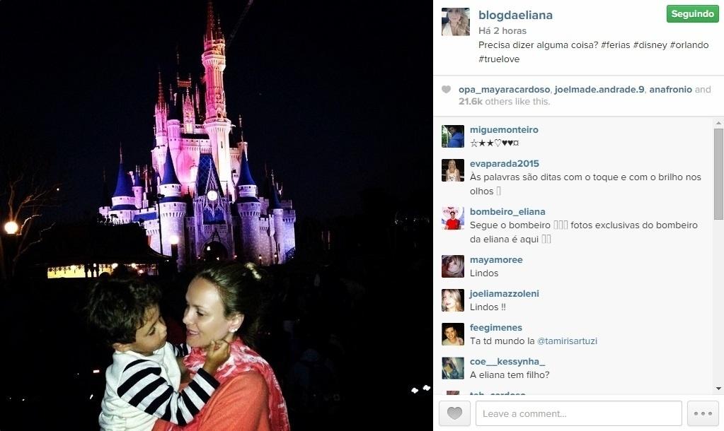 20.jan.2015 - De férias da TV, Eliana está curtindo os dias com o filho Artur nos parques da Disney em Orlando, nos Estados Unidos. No Instagram, a apresentadora publicou uma imagem com o menino em frente ao Castelo da Cinderela no parque Magic Kingdon.