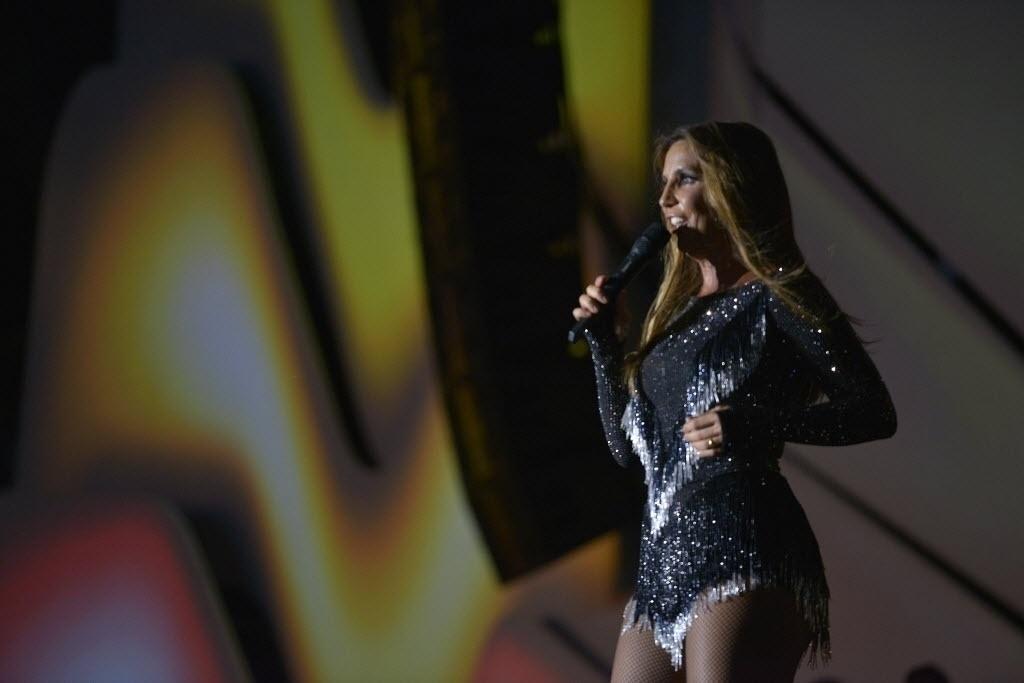 24.jan.2015 - Ivete Sangalo levanta o público do Festival de Verão 2015, no Parque de Exposições, em Salvador, no segundo dia de shows na madrugada deste sábado