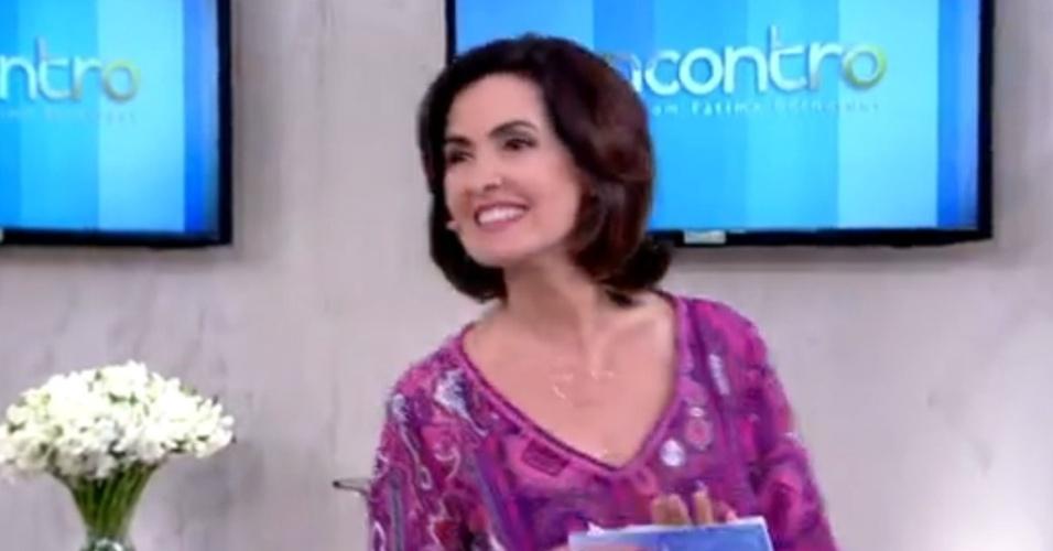26.jan.2015 - Fátima Bernardes aparece com cabelos curtinhos no