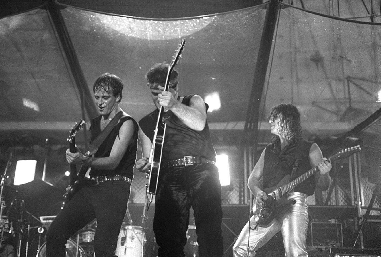 27.jan.1995 - A banda Barão Vermelho, durante o show de abertura para os Rolling Stones, no Hollywood Rock de 1995