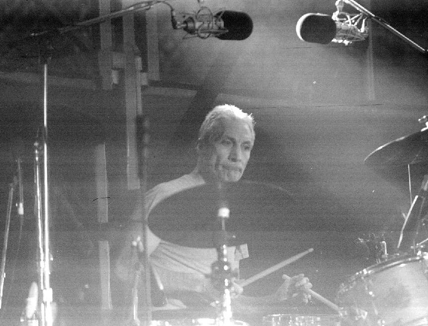 27.jan.1995 - O baterista dos Rolling Stones, Charlie Watts, durante o primeiro show da banda no Brasil