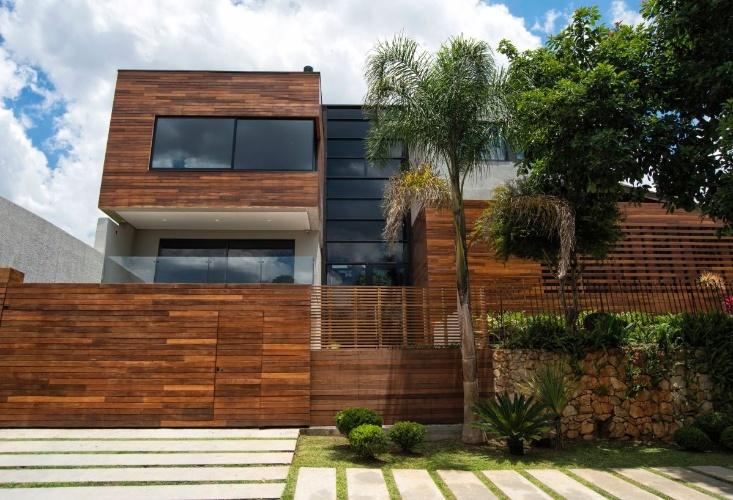 Em curitiba casa moderna tem sala exclusiva para abrigar for Casa moderna 2015 orari