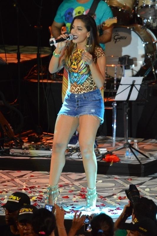 29.jan.2015 - Anitta faz show especial no Sarau Kids, baile infantil promovido por Carlinhos Brown, em Salvador, nesta quinta-feira