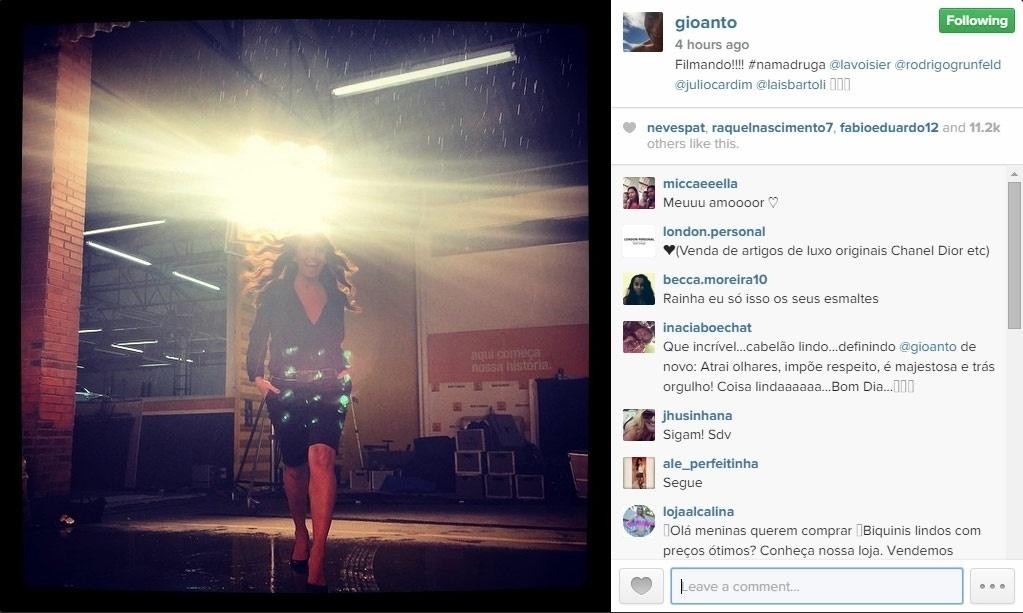 02.fev.2015 - Giovanna Antonelli passou a madrugada de domingo para segunda acordada. A atriz publicou uma foto em seu Instagram em que aparece bbem-humorada e produzida por volta das 4h30 da manhã.