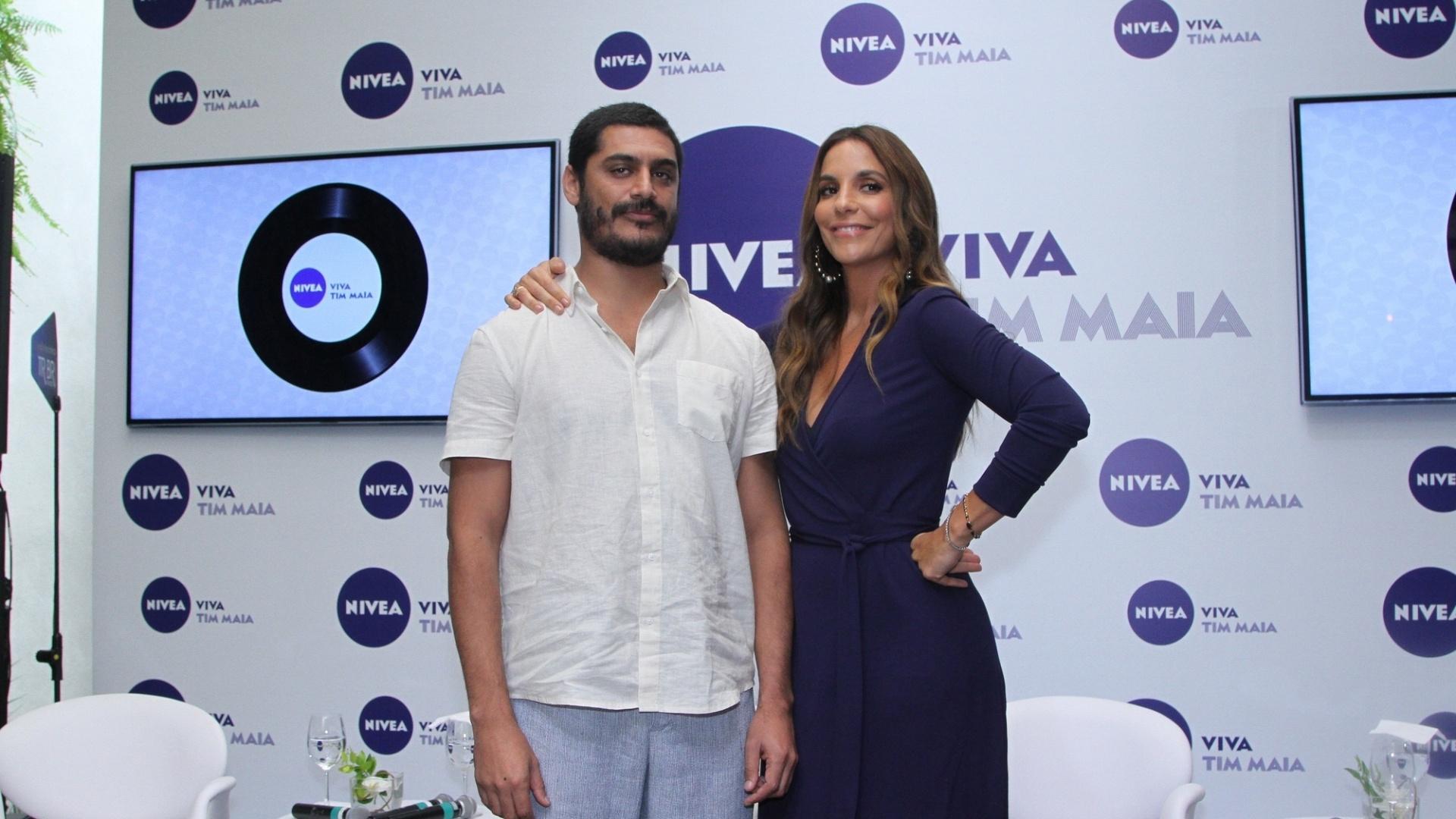 4.fev.2015 - O rapper Criolo e a cantora Ivete Sangalo participam de anúncio do projeto Viva Tim Maia, em que farão shows gratuitos em homenagem ao cantor