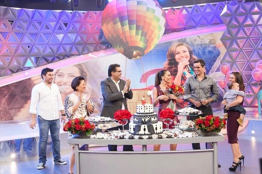 ao ar no dia 7 de fevereiro A apresentadora ganhou uma festa surpresa