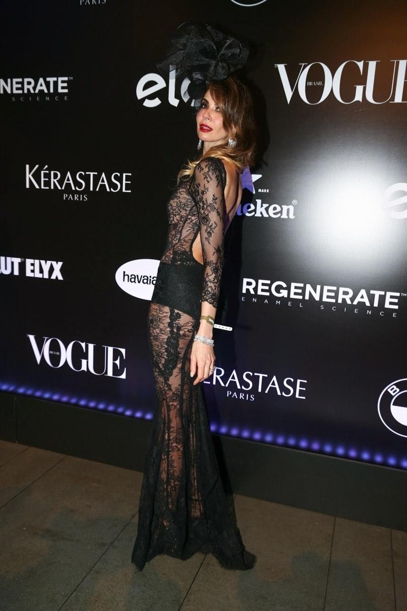 5.fev.2015 - A apresentadora Luciana Gimenez chama a atenção com seu figurino semitransparente no Baile da Vogue, no hotel Unique, na zona sul de São Paulo, na noite desta quinta-feira