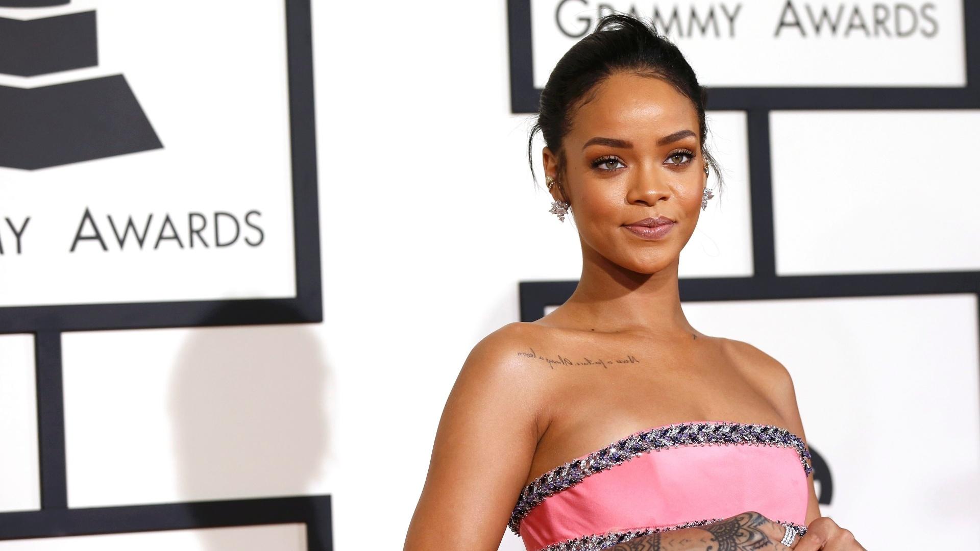 8.fev.2015 - A cantora Rihanna chega para a 57ª edição do Grammy em Los Angeles