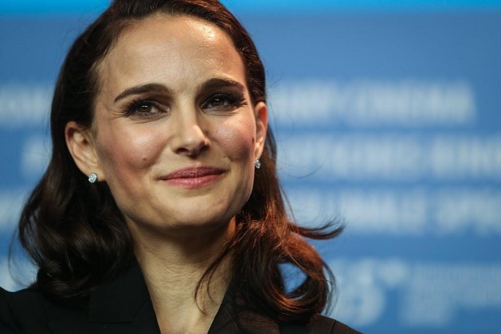8.fev.2015 - A atriz Natalie Portman concede entrevista para promover o filme