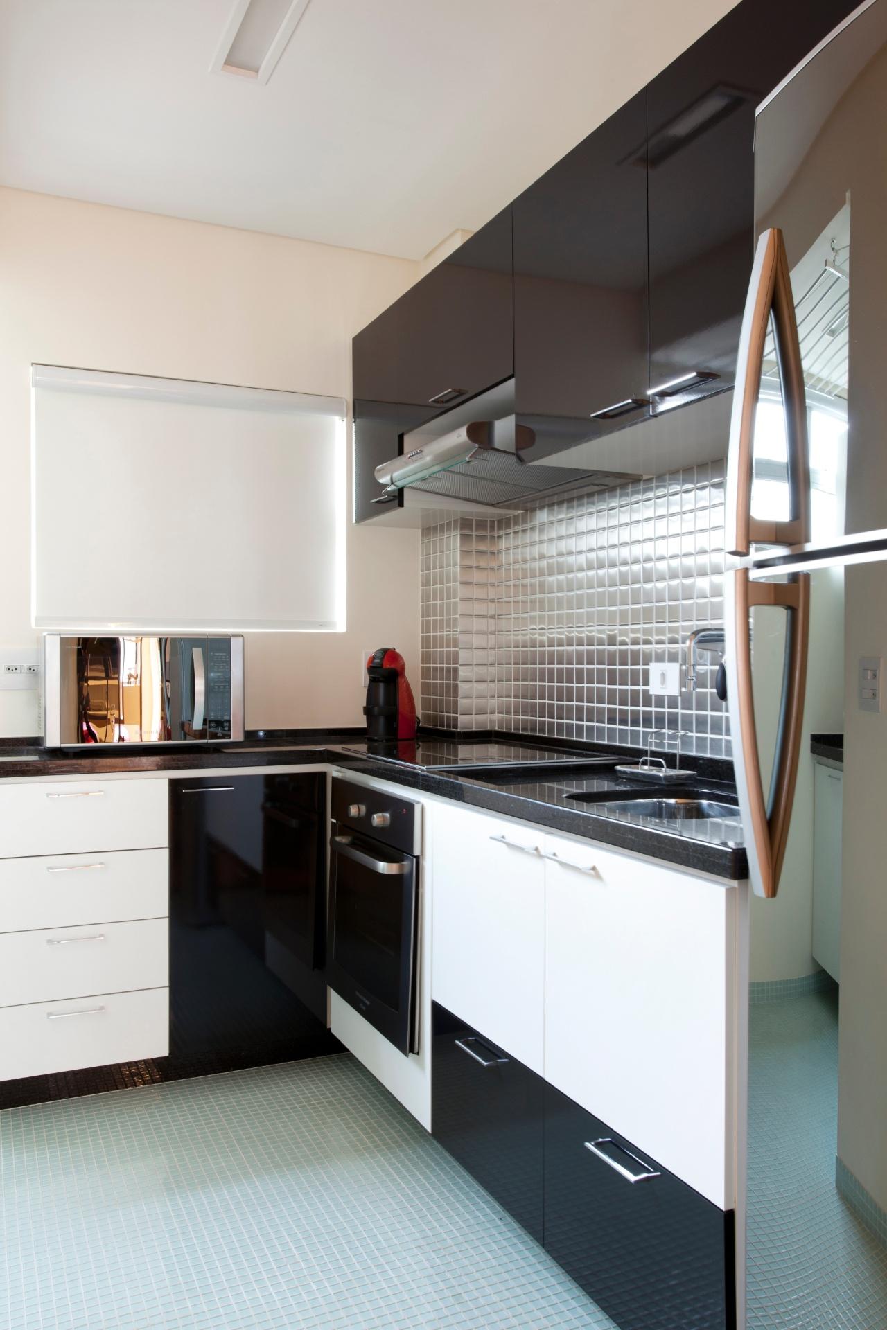 cozinhar em casa era preciso que a cozinha recebesse uma bancada em L  #614A3D 1280 1920