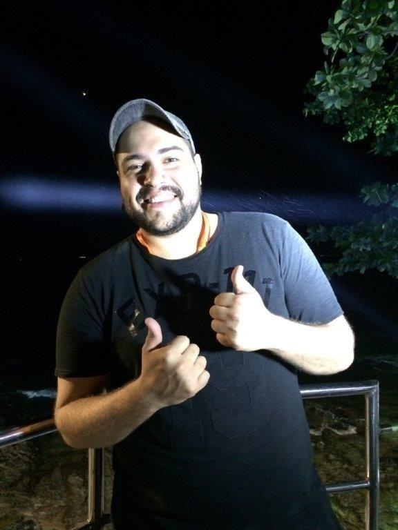 12.fev.2015 - O ator Tiago Abravanel é um dos famosos que foram ver a estreia de Anitta em Salvador
