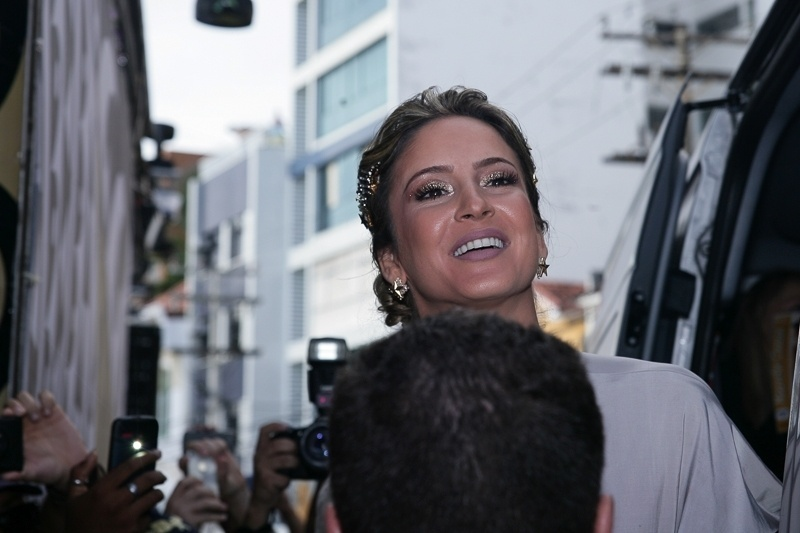 13.fev.2015 - A cantora Claudia Leitte chega ao circuito Barra-Ondina para sua estreia no Carnaval de 2015 em Salvador