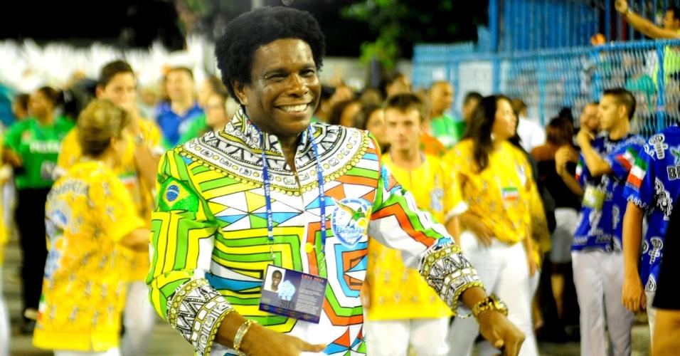 17.fev.2015 - O cantor Neguinho da Beija-Flor na concentração da Sapucaí