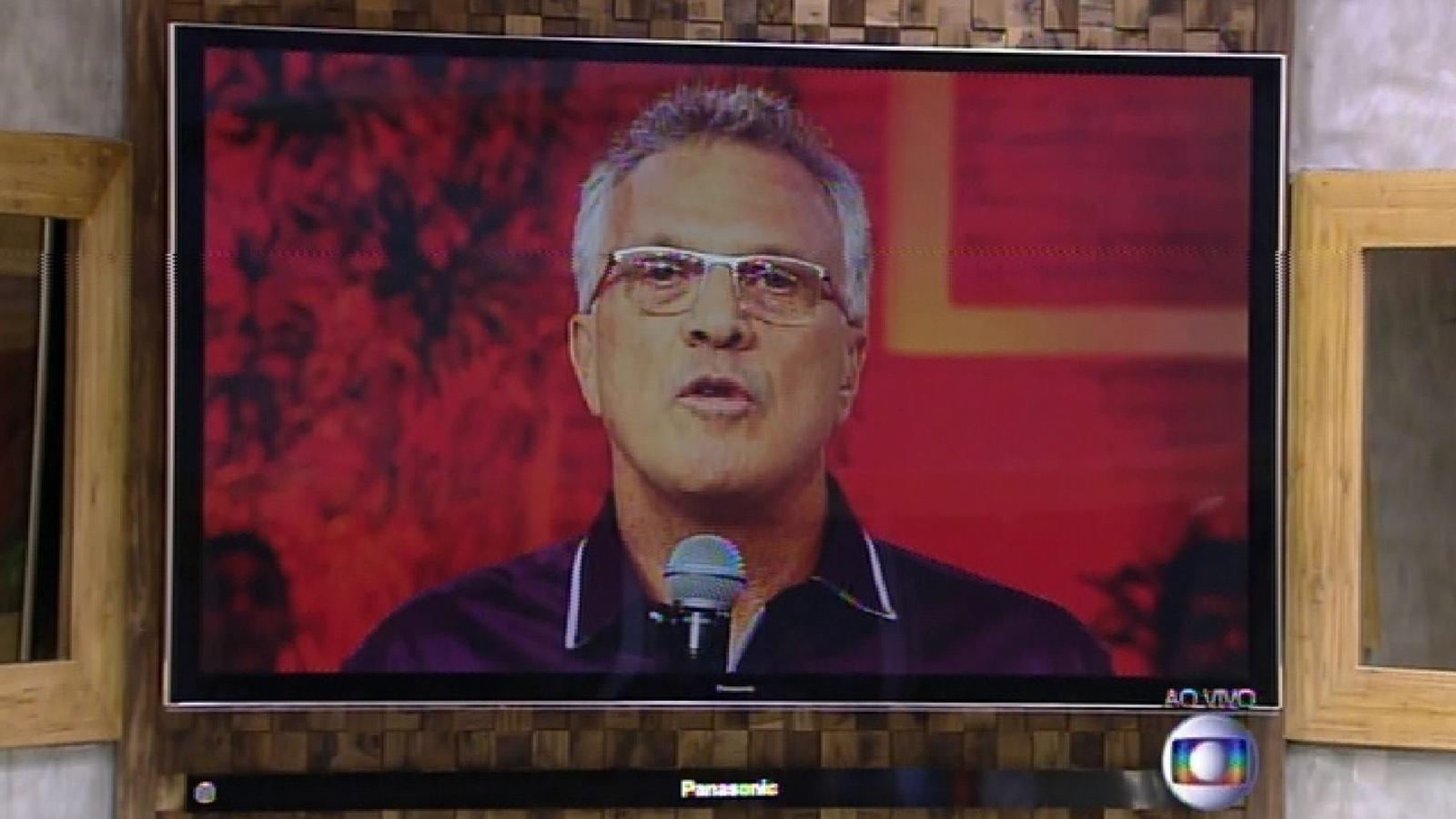 17.fev.2015 - Pedro Bial anuncia que Aline é eliminada da noite