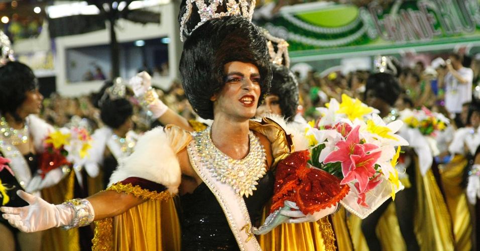 17.fev.2015 - União da Ilha levou para a avenida um enredo que questionava padrões de estética