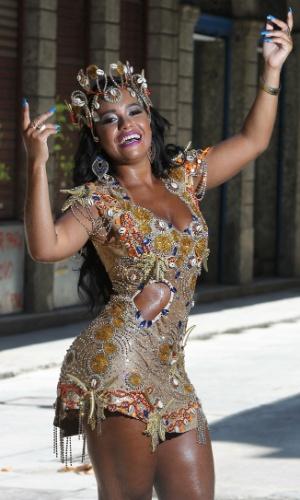 Raíssa de Oliveira é rainha de bateria da escola de samba Beija-Flor há 13 anos