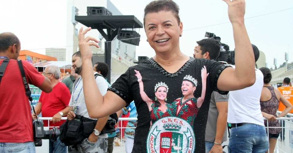 18.fev.2015 - David Brazil, da Grande Rio, acompanha a apuração das escolas de samba do Rio de Janeiro