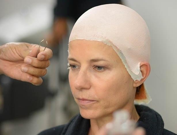 """Vera Zimmermann coloca prótese para cena de Henutmire em """"Os Dez Mandamentos"""""""