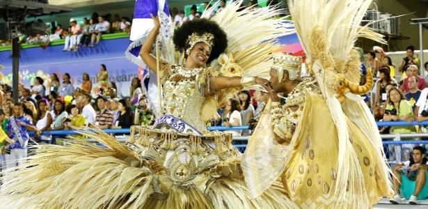A roupa do casal de mestre-sala e porta-bandeira geralmente são as mais caras do desfile