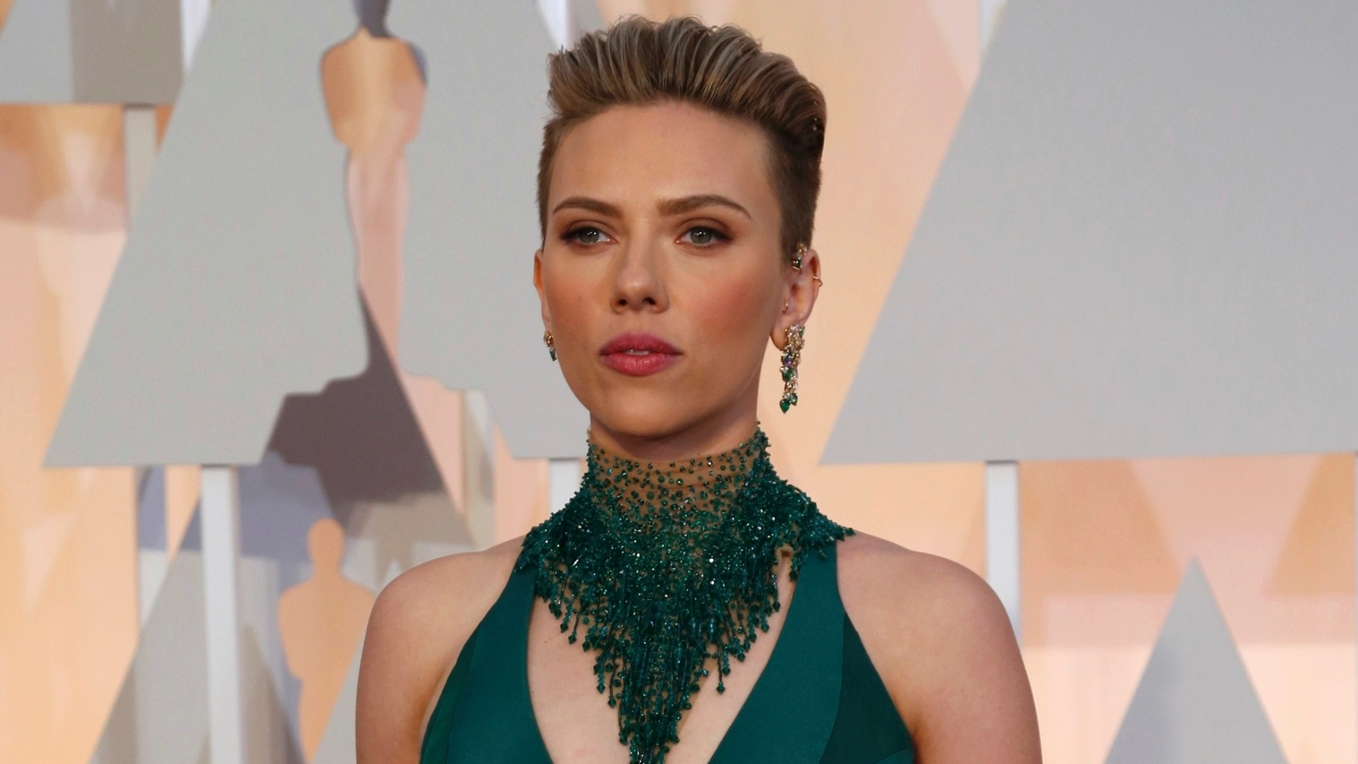 22.fev.2015 - A atriz Scarlett Johansson chega para a cerimônia do Oscar 2015 em Los Angeles