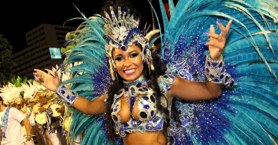 Raíssa, rainha de bateria da Beija-Flor, no desfile do Sábado das Campeãs
