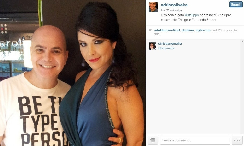 24.fev.2015 - A atriz Samara Felippo posa com o maquiador Adriano Oliveira para mostrar a produção feita para o casamento de Fernanda Souza e Thiaguinho