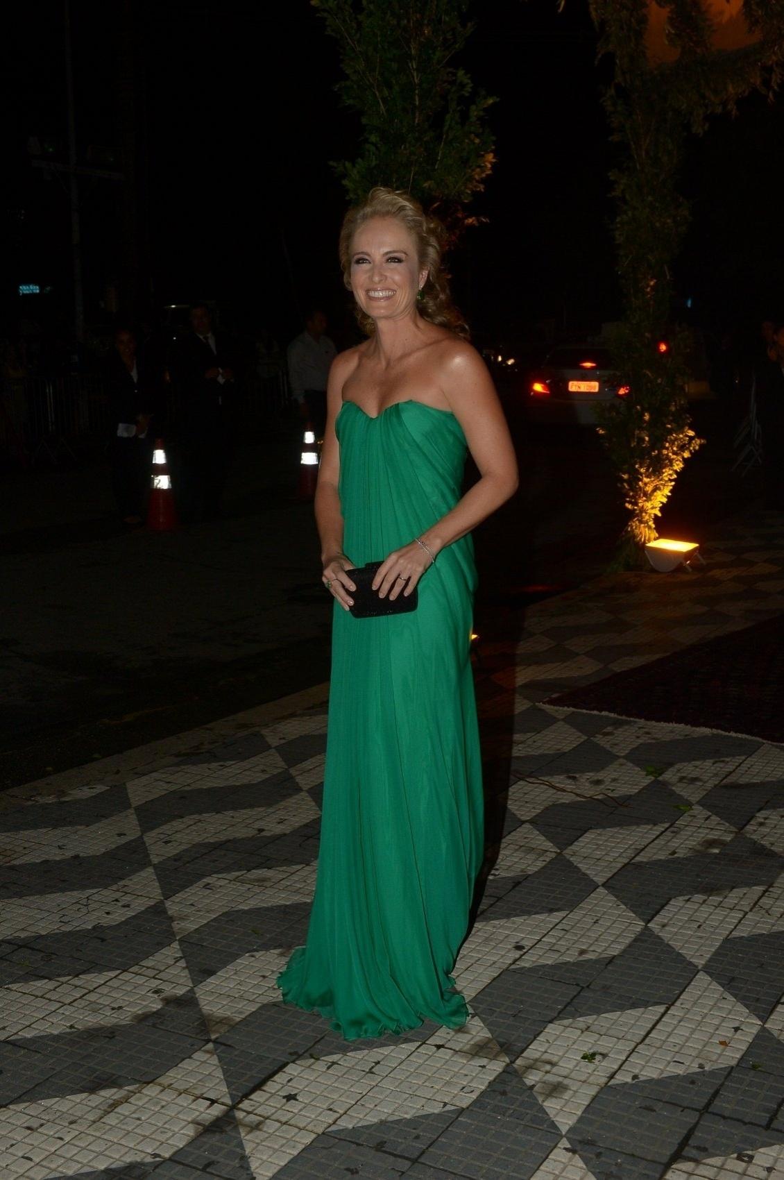 24.fev.2015 - Angélica escolheu um vestido da grife Alexander McQueen